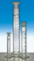 Messzylinder 500ml Kl. A Schliff NS34/35 blau graduiert mit PE-Stopfen Messzylinder mit Schliff...